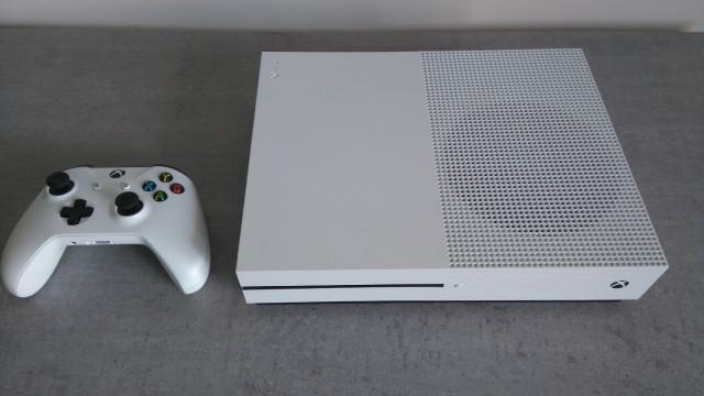 [VDS] Xbox One S 2 To blanche (édition limitée), garantie octobre 2018 81baf1b53a2b56aae19899149fddcccd.md