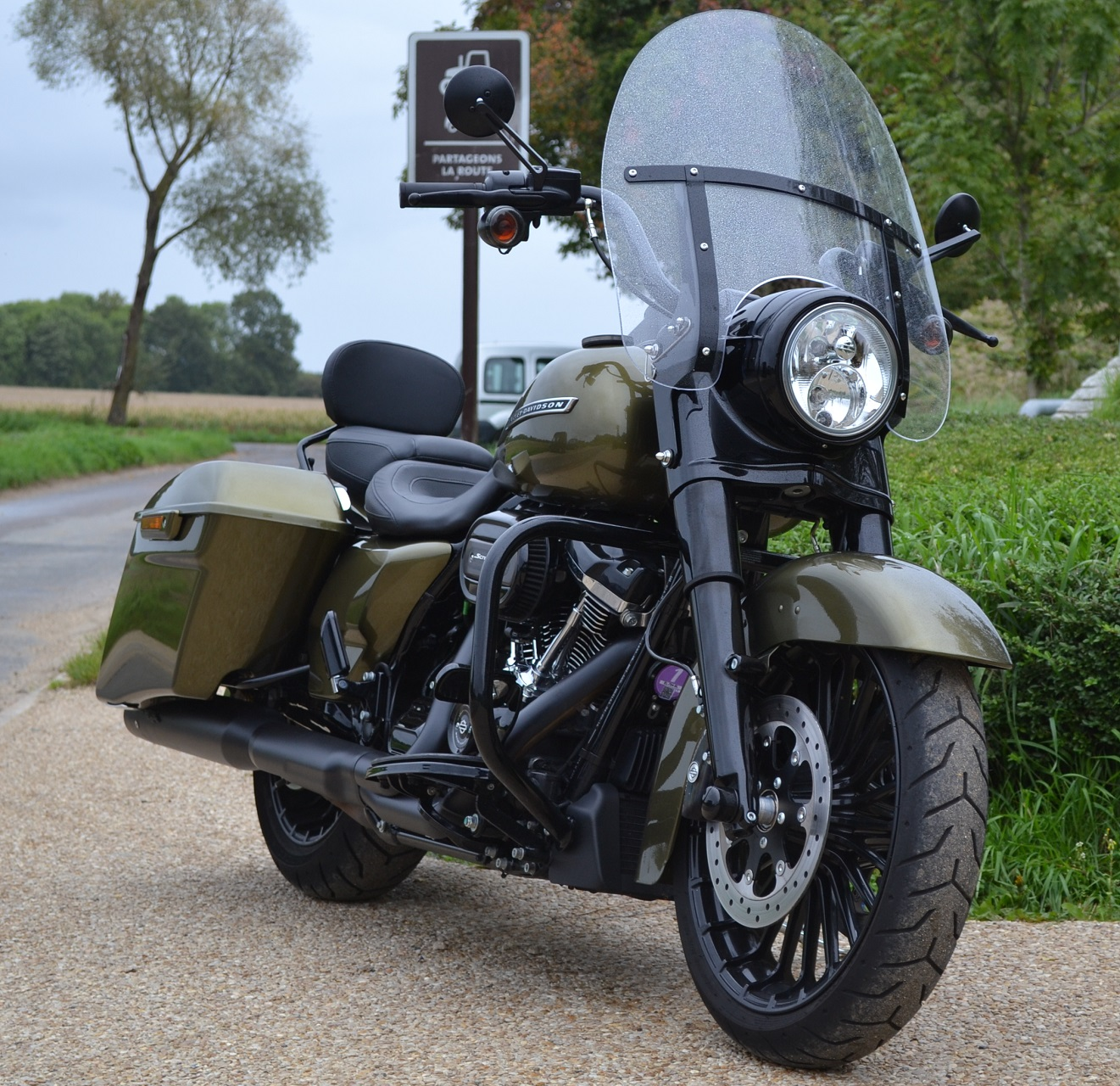 Mon Road King Special. Vive le touring! 6ee0bbd26327d05d9956f0bbc89862fb