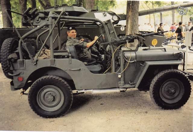 Jeep militaire avec arceau 64514311